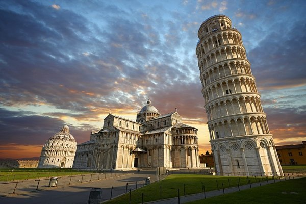 Visit Pisa :: buy your tickets and choose your tour in town!